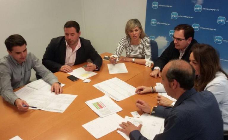 Agustín Almodóbar, en la reunión del PP en Alicante para coordinar la campaña.
