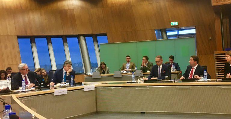 Agustín Almodóbar en Bruselas con Juncker