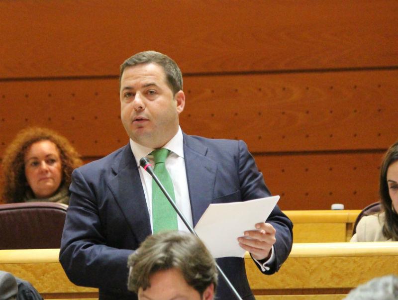 Agustín Almodóbar pregunta a Álvaro Nadal sobre turismo en el Senado